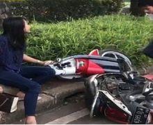 """Cewek yang Motornya Dirusak Pacarnya Teriak Pilu: """"Udah Yang, Itu Motor Kesayangan Aku""""..."""