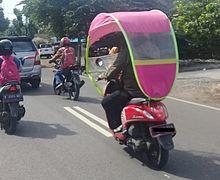 Masih Nekat Pasang Kanopi di Motor? Ini Bahaya yang Muncul Menurut Pakar Safety Riding