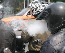 Heboh Larangan Naik Motor Sambil Merokok, Pakai GPS dan Mendengarkan Musik, Polisi Bilang Gak Masalah