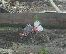 Ibu yang Tidur di Makam Putrinya Akibat Korban Tabrak Lari Bikin Geger, Komentarnya Bikin Merinding