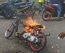 Area Sirkuit Mendadak Heboh, Motor Drag Terbakar Hebat, Penonton Sibuk Bantu Padamkan Api
