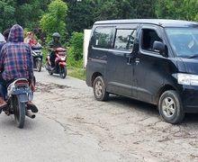 Membahayakan Pemotor, Warga Bekasi Geram, Jalan Rusak Bertahun-tahun Tak Kunjung Diperbaiki