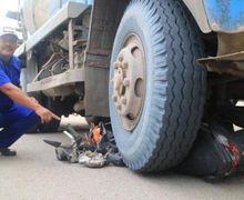 Motor Matic Remuk Masuk Kolong Truk Molen, Pemotor Tutup Usia Jelang Buka Puasa