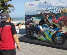 Aroma MotoGP Sudah Ada Di Mandalika, Bisa Foto Naik Motor MotoGP Lho