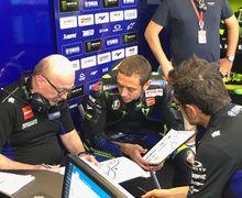 Valentino Rossi Gak Peduli, Berkeras Pertahankan Kru Tim MotoGP Saat Ini