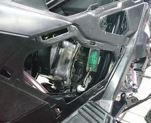 Unik dan Gampang, Begini Cara Ganti Busi di Skutik Adventure Honda ADV150