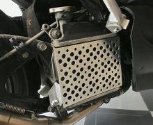 Makin Sporty dan Sangar! Skutik Yamaha NMAX Cuma Ganti Cover Radiator