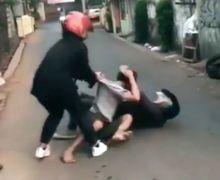 Video 2 Pemotor Baku Hantam Terkapar di Aspal Ternyata Sebabnya Sepele