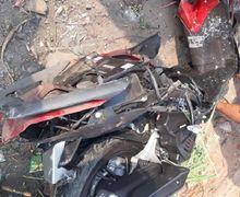 Warga Berhamburan, Honda Vario 150 Baru 4 Bulan Hancur Disenggol Kereta Api, Korban Ditutup Jaket