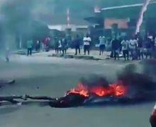 Kerusuhan di Manokwari, Massa Tutup Jalan dengan Membakar Ban, Warga dan Pemotor Enggak Berani Lewat