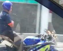 Video Pemotor Yamaha R15 Atraksi Lepas Tangan dan Duduk di Jok Belakang, Motor Tetap Melaju Kencang