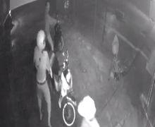 Kelapa Gading Mencekam, Video Begal Sadis Serang Pemotor di Rumah Makan, Korban Nyaris Dicelurit