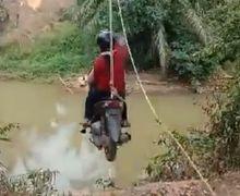 Ngilu Lihatnya, Video Honda Vario Nyeberang Sungai Pakai Katrol, Pemotor Grogi