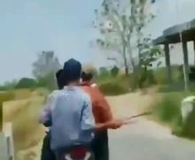 Ngilu, Bawa Celurit Pelajar Naik Honda Vario 125 Kejar-kejaran