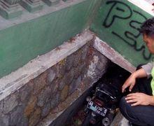 Pemotor Tewas Seketika, Honda Tiger Terperangkap di Selokan Sempit, Korban Sempat Oleng
