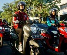 Keliling Surabaya, 10 Perempuan Cantik Naik Honda Genio Dikawal Ketat Polisi