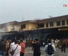 Breaking News! Polrestabes Medan Mencekam, Pria Berjaket Ojol Diduga Pelaku Bom Bunuh Diri, Puluhan Motor Nyaris Roboh