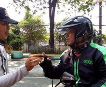 Mencekam, Adu Mulut Antara Anggota Dishub Dengan Driver Ojek Online Karena Melintasi Jalur Sepeda