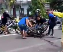 Jalur Surabaya-Malang Berdarah, Truk Pengangkut Alat Berat Pecah Ban, Motor dan Mobil Hancur Gak Berbentuk 7 Orang Tewas