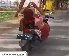 Pasar Sepatan Tangerang Heboh,  Emak-emak Pedagang Pamer Atraksi Free Style Tanpa Helm di Atas Motor Berjalan