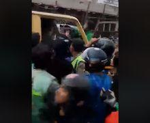 Stasiun Bojong Mencekam, Wajah Sopir Mobil Box Ringsek Dihajar Puluhan Warga, Toko Baju Ikut Jadi Sasaran