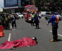 Seorang Pemotor di Bandung Tiba-tiba Jatuh dari Motornya, Masyakat Panik Enggak Berani Mendekat