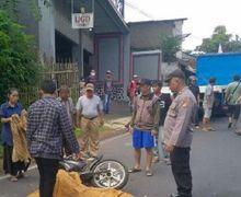 Warga Menjerit Ketakutan, Pengendara Yamaha Jupiter Ditutup Kain Batik, Kepala Korban Hantam Bak Truk
