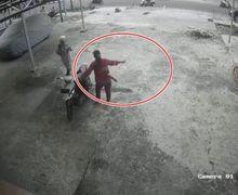 Emak-emak Dilawan! Bermodalkan Sapu, Seorang Ibu Gagalkan Aksi Pencurian Motor, Maling Sampai Kalang Kabut
