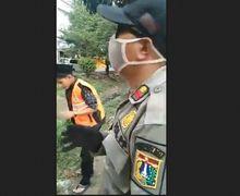 Bukan Sekedar Larangan! Video Pemotor Bandel Langgar PSBB, Langsung Dihukum Nyapu Jalan
