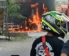 Pemotor Menjerit Ketakutan, Truk Tangki BBM di Pom Bensin Wirosari Meledak, Sopir Terpental dan Terbakar