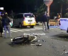 2 Tewas Di TKP, Trobos Lampu Merah, Pemotor Bonceng 3 Hantam Taksi Online, Diduga Usai Pesta Miras