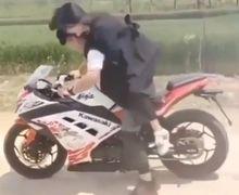 Menang Banyak Lu Bor! Naik Kawasaki Ninja, Pemuda Paksa Pacar Peluk Dari Belakang, Gak Mau Tau Harus Kena Pokoknya