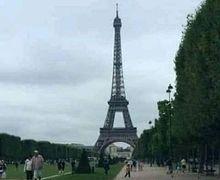 Viral Pemotor Naik Honda Revo Touring Keliling Dunia, Romantis Foto Depan Menara Eifel Bukan Kaleng-kaleng