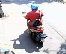 AksiBejat, Begal Payudara Pakai Motor Terjadi di Depan Masjid, Terekam CCTV dan Jadi Viral