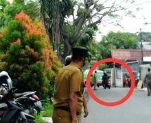 Tidak Pakai Masker, Pemotor Nekat Putar Balik Nyaris Nabrak Angkot, Pilih Kena Covid-19 Apa Kecelakaan?