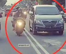 Viral Video Pemotor Lawan Arus Nekat Ayunkan Kaki Ke Arah Ambulans, Warganet Geram