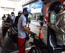 Ini 2 Tipe Bikers Saat Antri Bensin, Mesin Menyala Atau Motor Dituntun