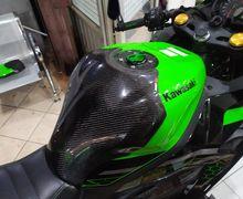 Modifikasi Half Tankpad Carbon Fiber di Ninja ZX-25R, Kece Juga Nih