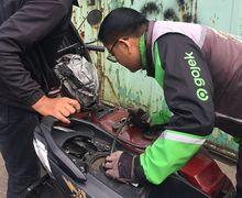 Baik Banget, Driver Ojol Ini Kasih Bensin ke Vespa yang Mogok Gak Mau Dibayar, Bikin Netizen Terenyuh