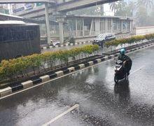 Street Manners: Bahaya Angin Kencang Saat Hujan, Pakar Safety Bagi-bagi Tips Buat Bikers