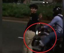 Viral, Video Pemotor Keluarin Jurus Tendangan Kungfu ke Anak Skateboard Yang Bermain di Jalan Raya