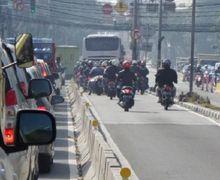 Waduh! Ratusan Pemotor Ditilang Polisi Karena Masuk Busway, Dua Motor Ditahan