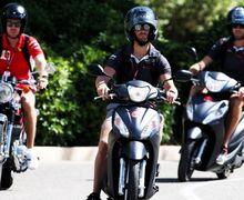 Kejebak Macet, Pembalap F1 Pilih Naik Motor, Eh Malah Ditilang Polisi Prancis