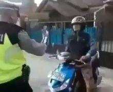 Tegang, Video Pemotor Ngamuk Lempar Motor dan Banting Helm Enggak Terima Ditilang Polisi Karena Lewat Trotoar