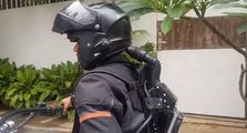 Bikin Bikers Indonesia Iri, Pria Ini Bikin AC Khusus Helm, Riding Siang Bolong Jadi Adem