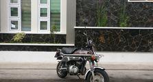 Bukan Kawasaki Z125, Motor Imut Suzuki Ini Ternyata Bisa Jadi Lawan Berat Honda Monkey