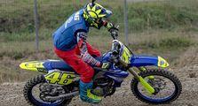 Valentino Rossi Si Serbabisa, Video Latihan Motocross Gak Kalah dari Ngegas Dirt Track dan Aspal