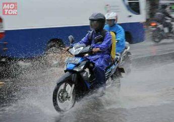 Bikers Jangan Lengah, Saat Gerimis Lebih Bahaya Dari Hujan Deres