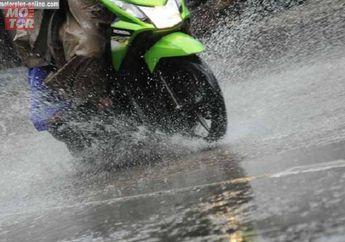 Seperti Ini Seharusnya Mengerem Saat Musim Hujan, Salah Dikit Bisa Gedubrak Cuy..