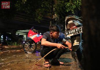 Bahaya! Karat Mengancam Kalau Cuci Motor di Malam Hari